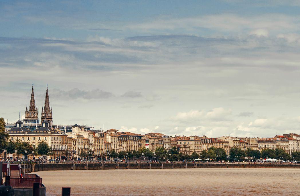 6 preuves que bordeaux est la ville la plus verte de for Piscine a bordeaux