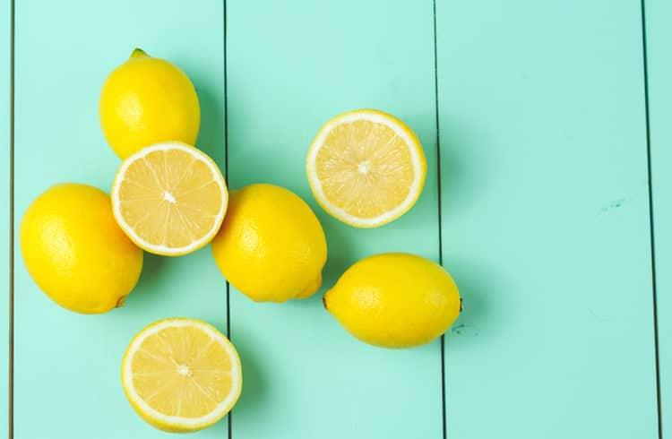 citrons sur fond turquoise