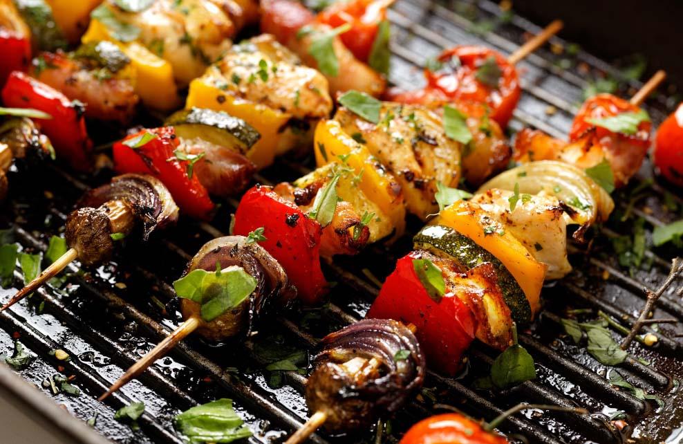 brochettes légumes sur barbecue