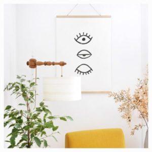 lampe et plante et fauteuil jaune
