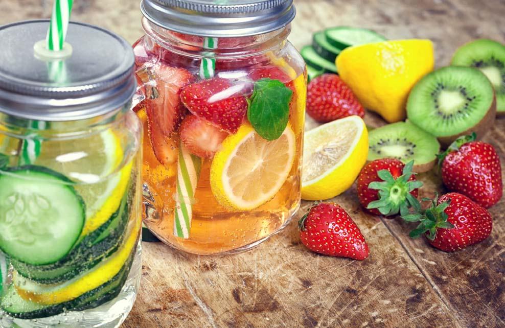 detox water au concombre, à la fraise et au citron