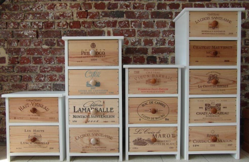étagères verticales avec caisses à vin