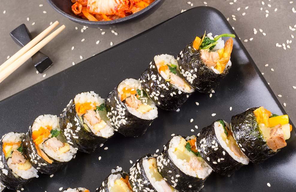 rouleaux coréens à base de thon enroulés dans algue nori