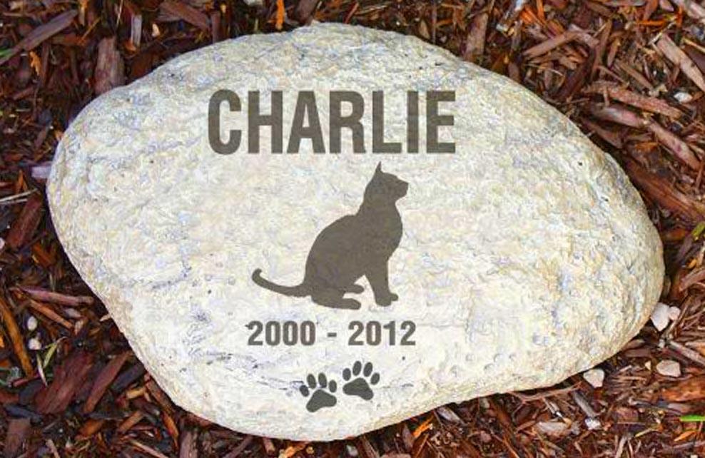 plaque commemorative pour un chat nommé Charlie