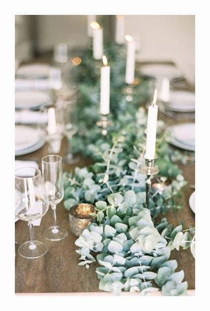 Chemin de table avec de l'eucalyptus pour demain