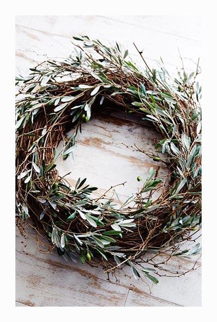 couronne de branchages de Noël