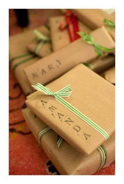 Cadeaux emballés de papier kraft