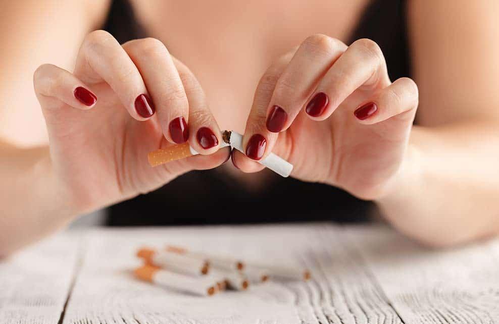 femme arrêtant de fumer