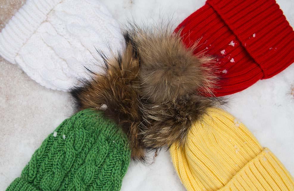 bonnets en cercle de couleurs vives et différentes