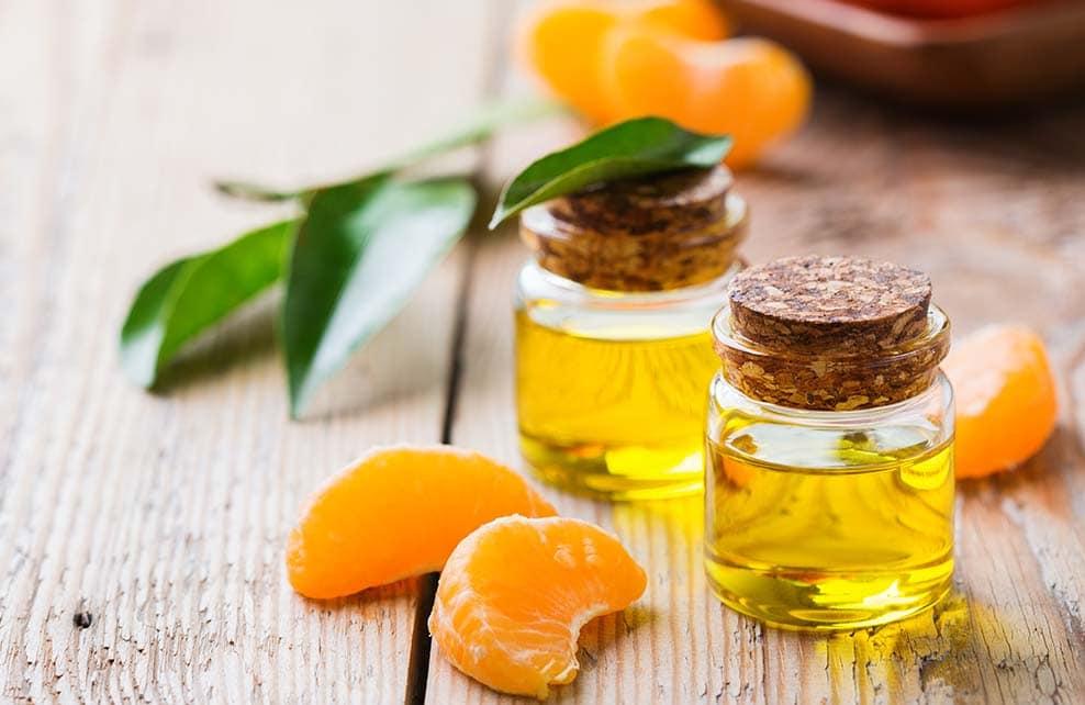 Flacons de huile essentielle bio de clémentines