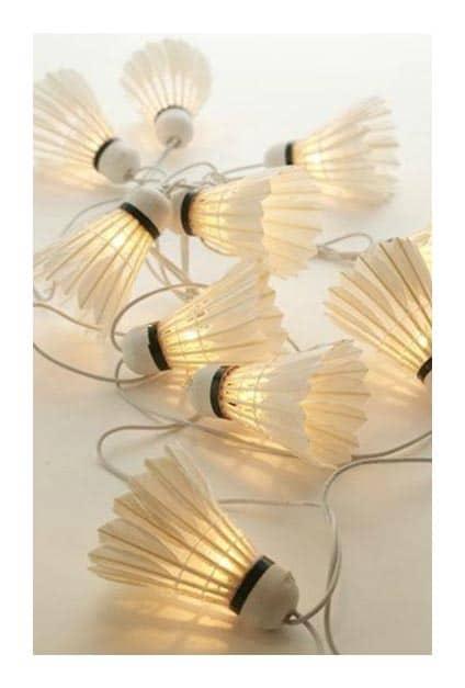 Volants de badminton détournées en guirlande lumineuse