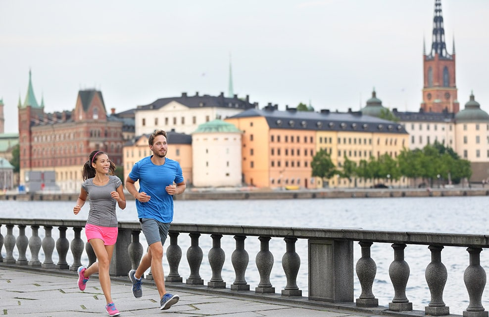 Couple faisaint un jogging à Stockholm