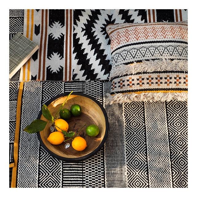 coussin et tapis ethniques