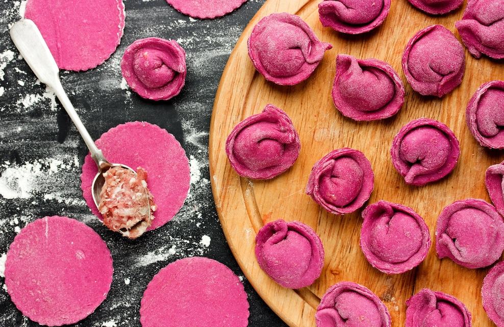 Raviolis roses garnis