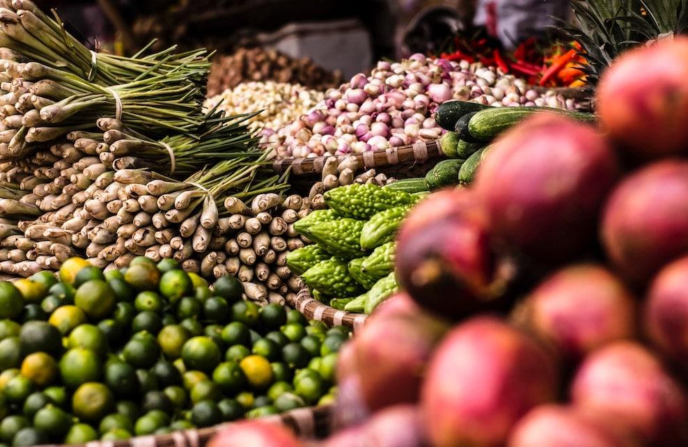 Etal de légumes sur un marché