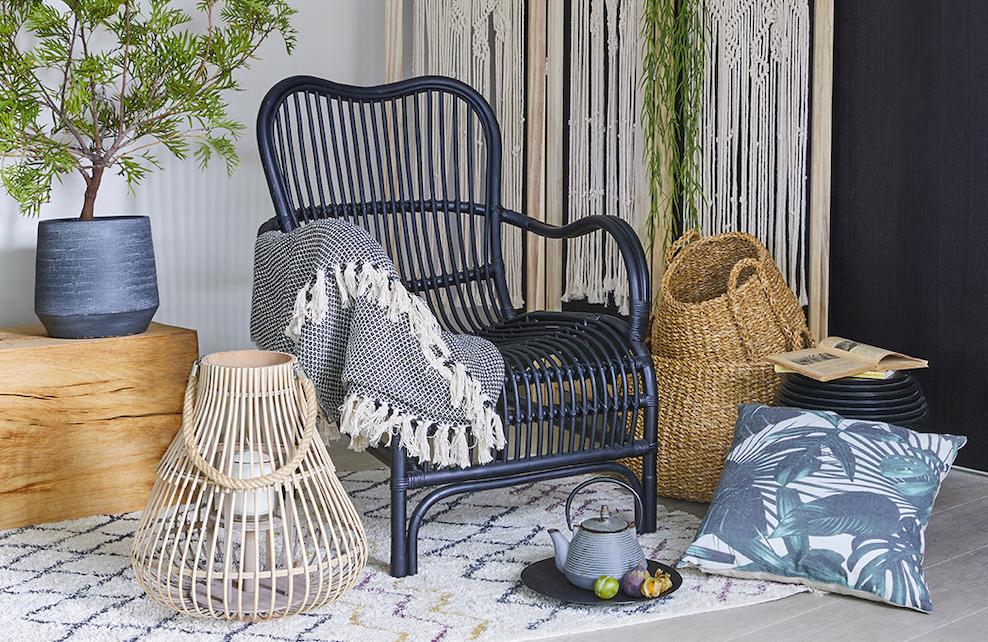Panier de rangement avec fauteuil en rotin bleu