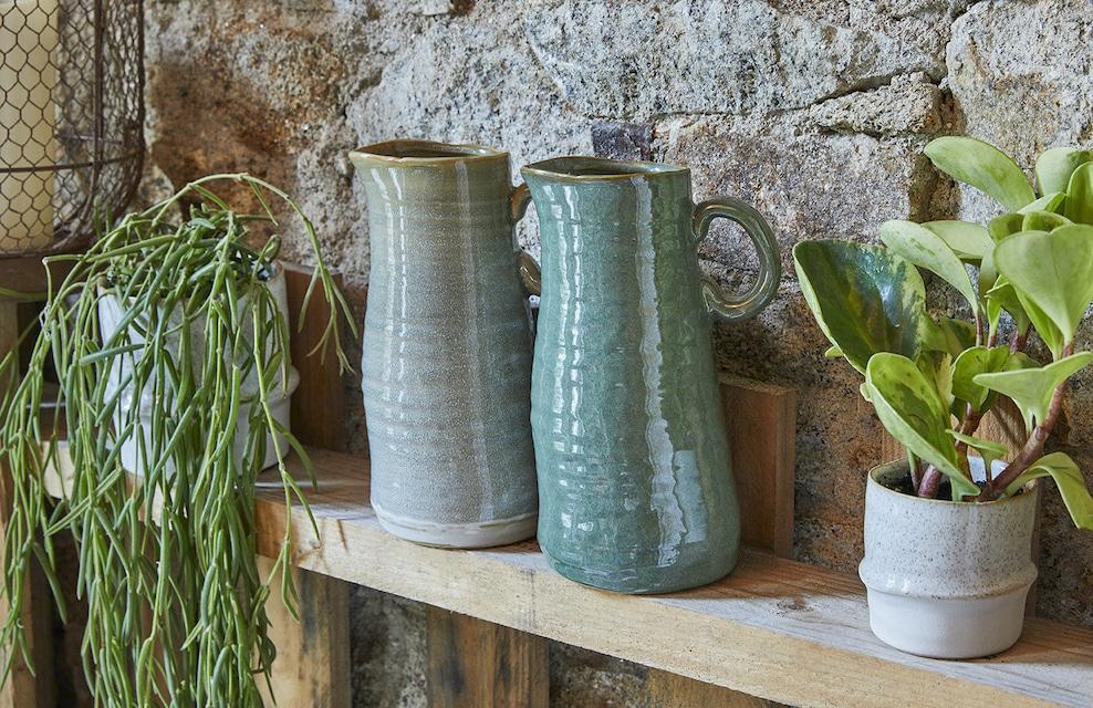 Vases en céramique gris et vert
