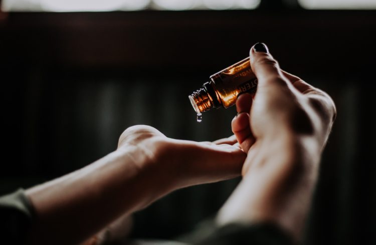Flacon d'huile essentielle