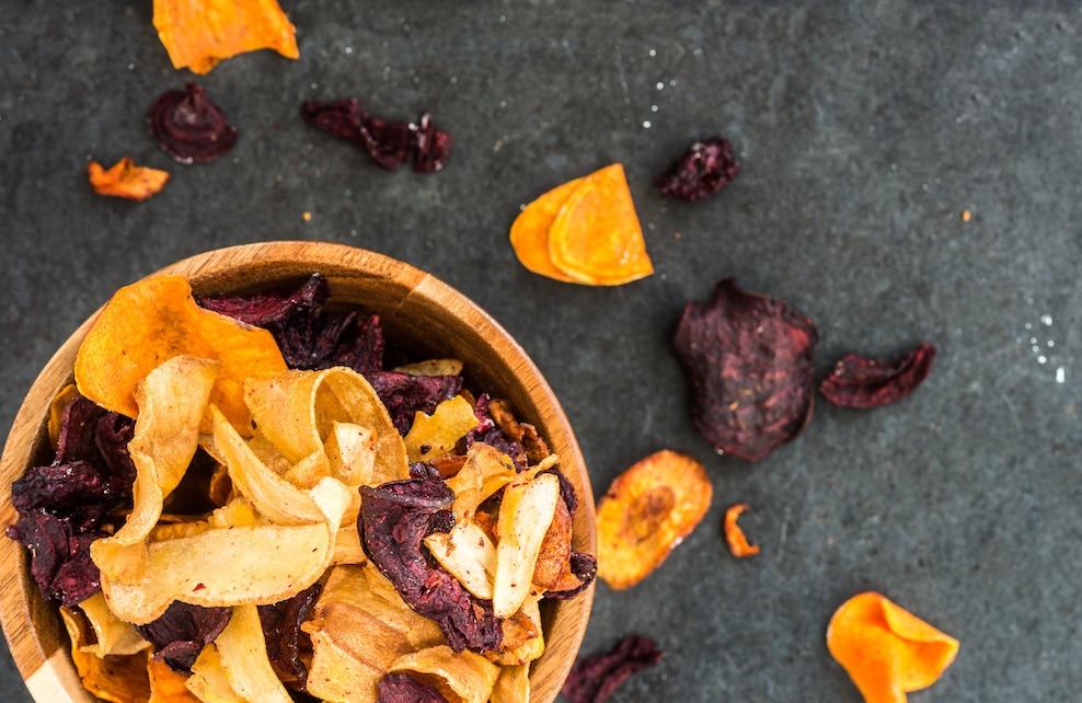 Chips faites à partir d'épluchures de légumes
