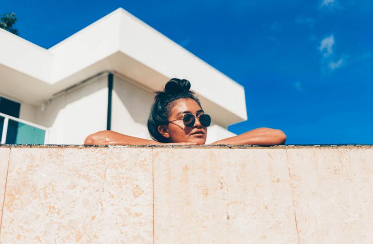 Une femme sous le soleil
