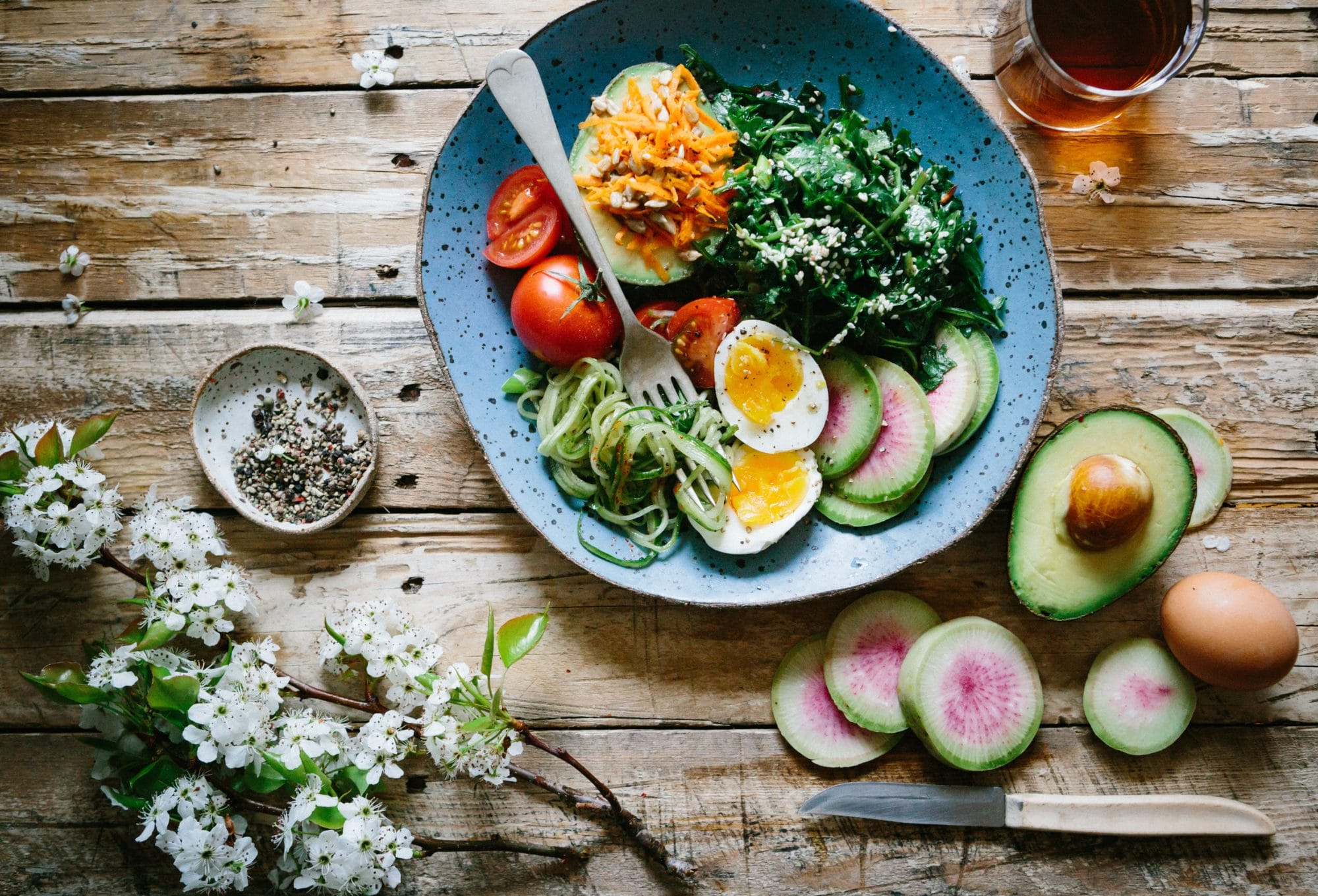 10 idées de salades printanières et rafraîchissantes