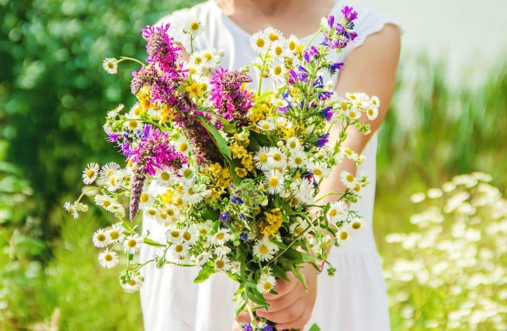 12 idées de bouquets pour faire entrer le printemps chez soi !