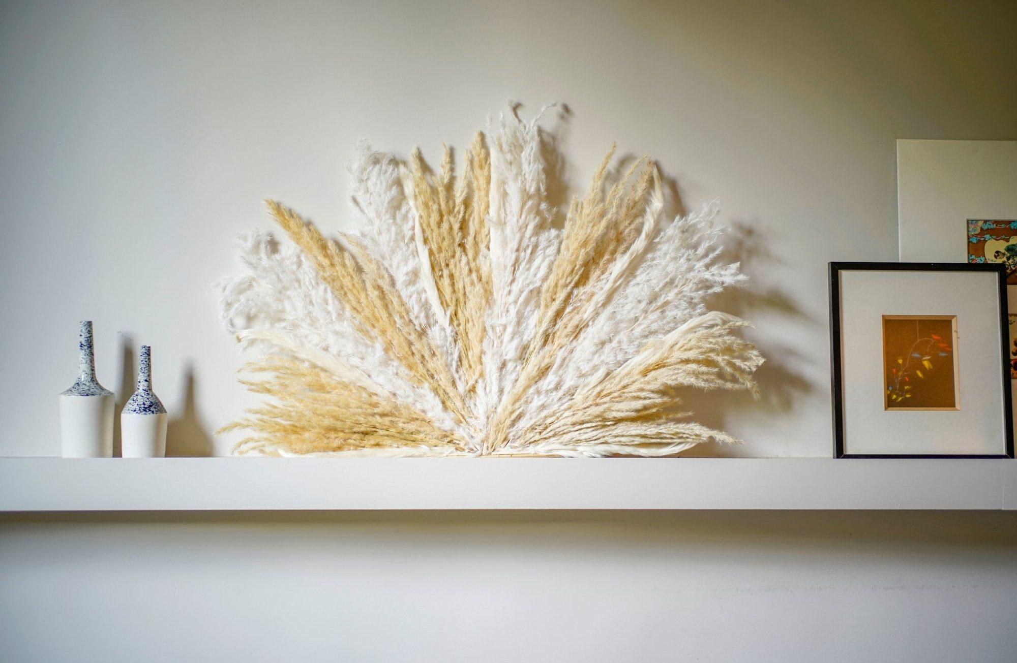 Comment créer une juju hat mural en fleurs de pampa ?