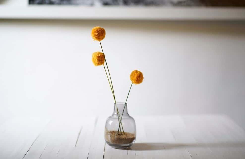 Comment réaliser des fleurs à partir de pompons colorés ?