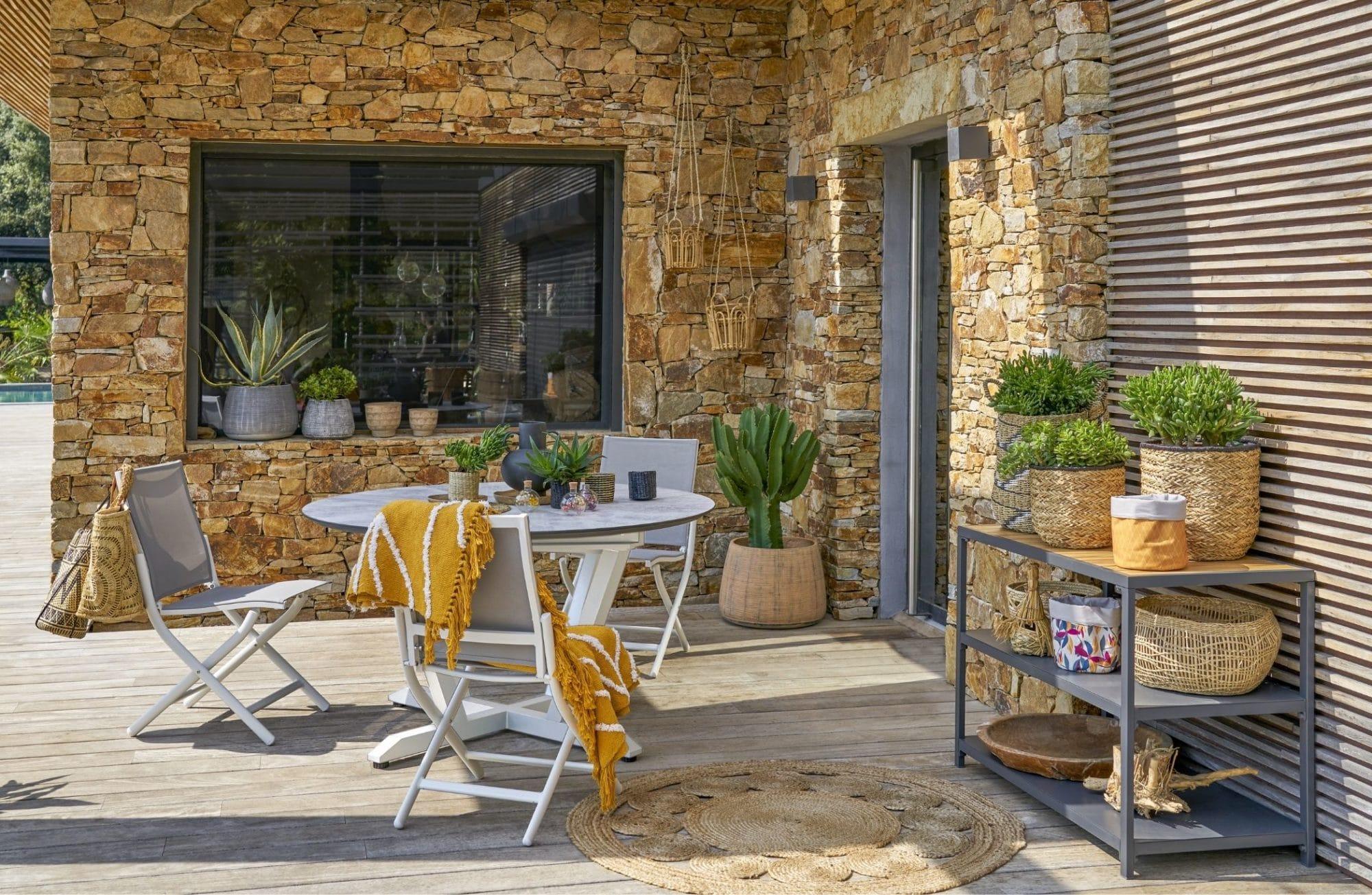 4 astuces pour aménager une terrasse avec des pots