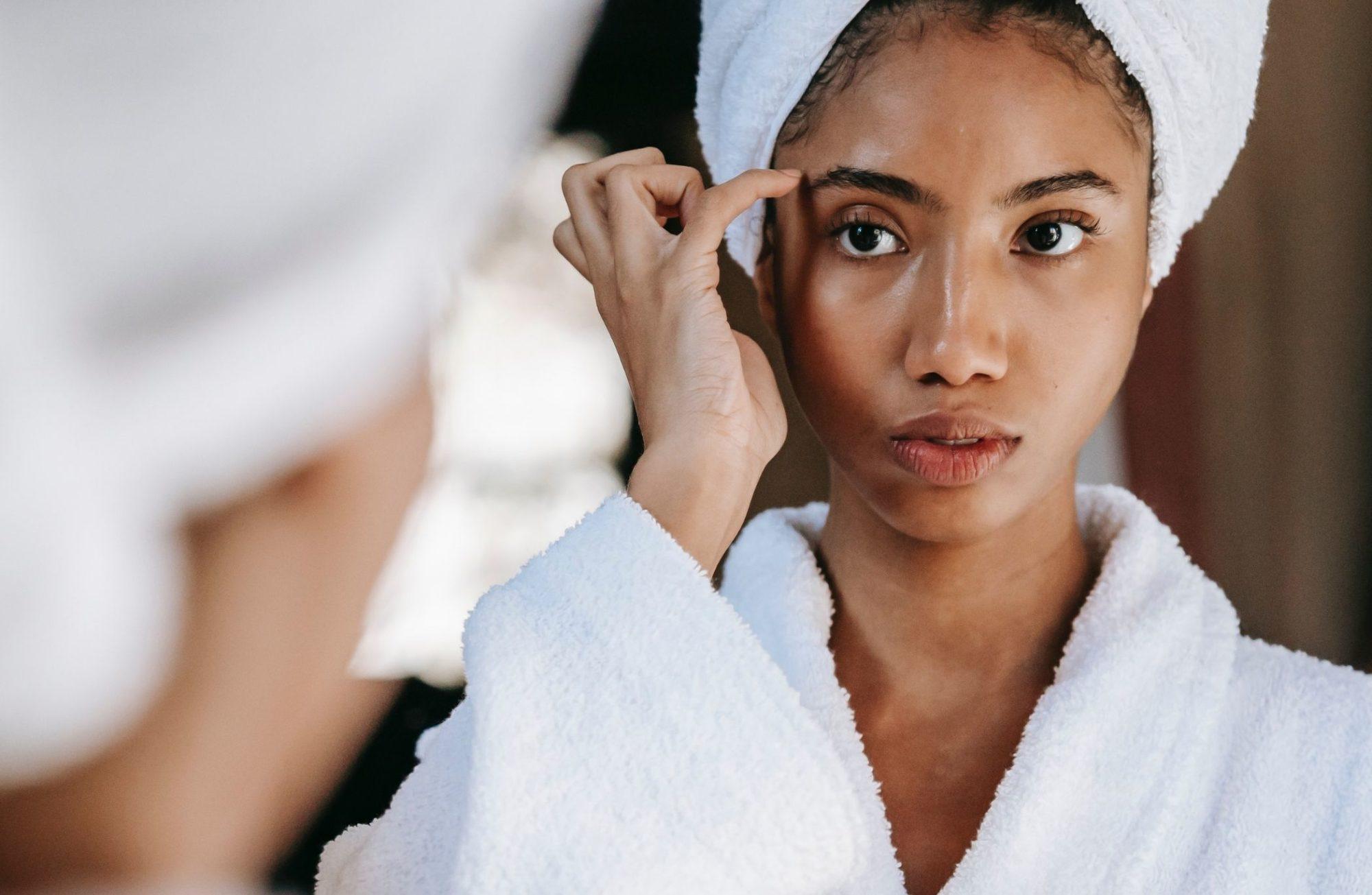 Le yoga du visage : 5 exercices pour le rajeunir